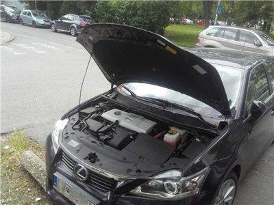 vybita autobateria zamknute auto