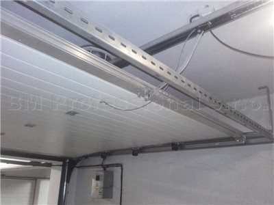 otvorenie roletovej brany na garazi