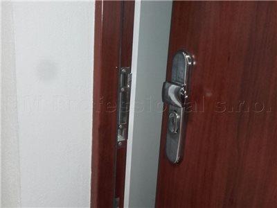 nudzove otvarenie dveri