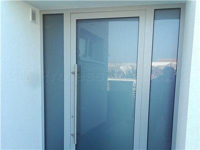 otvorenie hlinikovych dveri na rodinnom dome