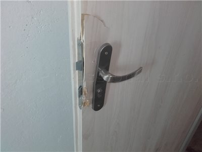 oprava dveri po vlamani