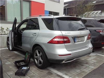 Odborné otvorenie auta Mercedes