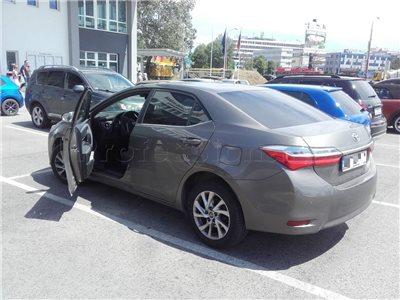 Zabuchnuté kľúče v kufri - Toyota