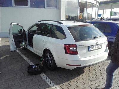 Zabuchnuté kľúče v aute Škoda Octavia
