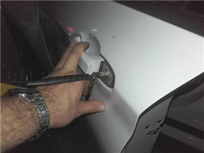 Zamknuté kľúče v aute BMW