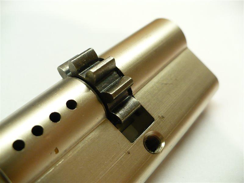 cylindricka-vlozka-s-ozubenym-kolieskom